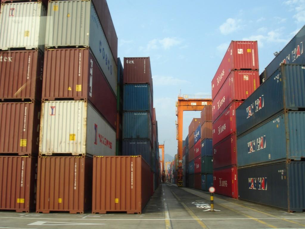 ContainersAtPort